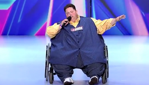 Freddie Combs, un hombre de 240 kilos, pone en pie al jurado de X Factor USA