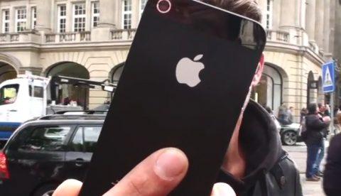 Pegan un iPhone 5 al suelo en una de las zonas más transitadas de Amsterdam