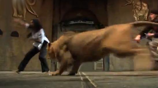 Un león ataca a una mujer y le rompe 4 costillas