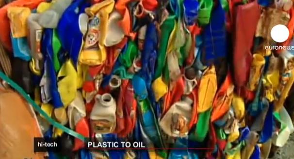 Una máquina japonesa transforma plástico de nuevo en petróleo