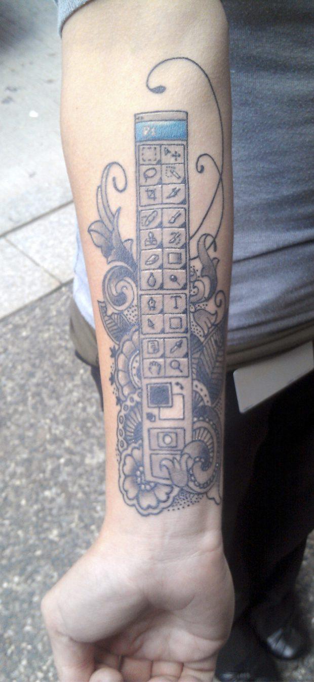 Megan Orsi, la chica que se tatuó la barra de herramientas de Photoshop en el brazo