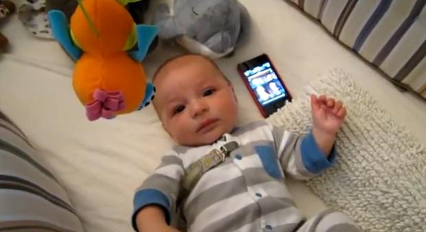 La música de Star Wars tranquiliza a un bebé que no para de llorar