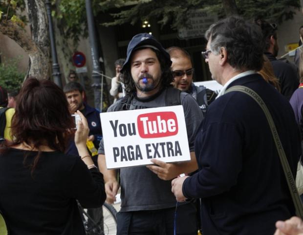 Pancartas vistas durante la manifestación del 25-S en Madrid