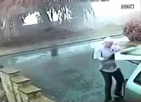 Un hombre escapa de la muerte por cuestión de segundos