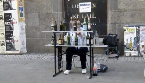 Pequeña Serenata Nocturna de Mozart tocada con botellas
