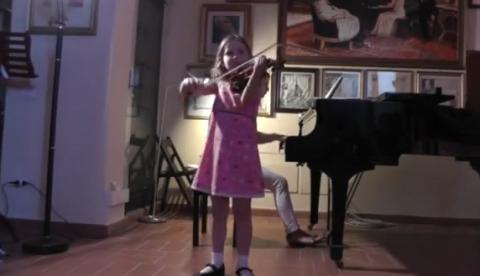 Alma Deutscher, una niña de 7 años conocida como ''La nueva Mozart''