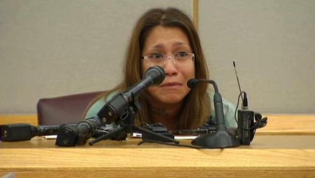 Condenada a 99 años de prisión por pegar las manos de su hija de dos años a la pared con Super Glue