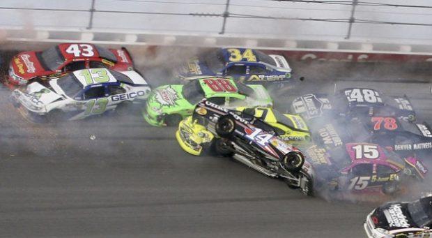 Accidente masivo en una carrera de la NASCAR en el Talladega Superspeedway