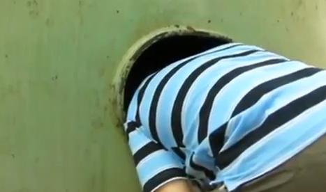 Canta el Ave María en una cisterna