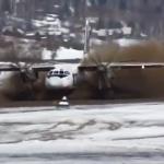 Impresionante despegue de un Antonov 24 en una pista embarrada