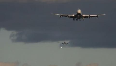 Time lapse: Aviones aterrizando en el aeropuerto de Heathrow, Londres
