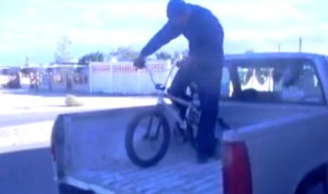 Experto en bajar bicis de camionetas