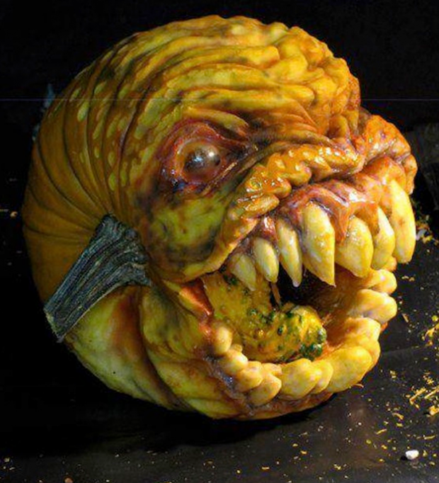 La criatura más escalofriante tallada en una calabaza