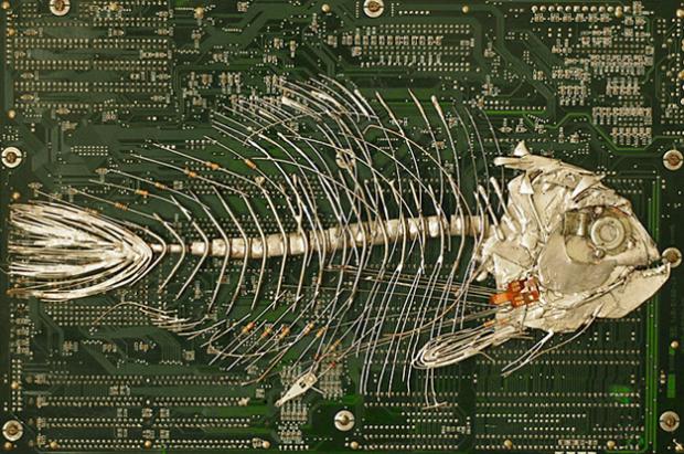 Peter McFarlane hace esculturas con trozos de circuitos