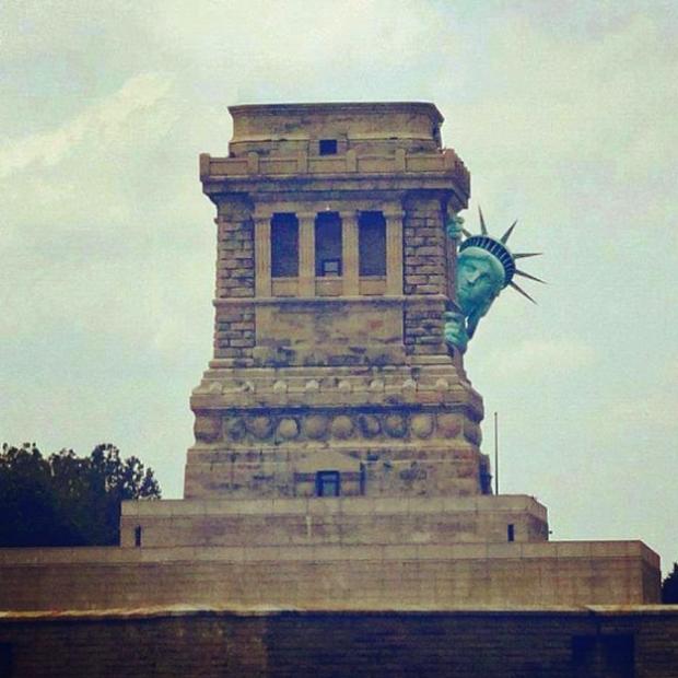 La Estatua de la Libertad se esconde del huracán Sandy