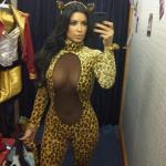 Kim Kardashian se disfraza de felina en Halloween