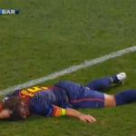 Escalofriante lesión de Carles Puyol: se le salió el codo