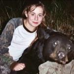 Una niña de 11 años que necesita un transplante de corazón e hígado se siente feliz tras cumplir su sueño de matar a un oso