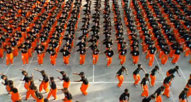 1.500 presos bailando el ''They Don't Care About Us'' de Michael Jackson
