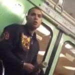 Graban la táctica de un hombre para robarle el iPhone a una chica en el metro