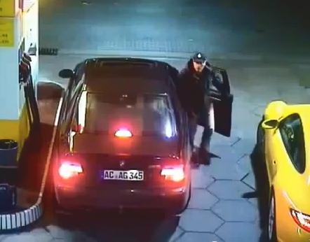Nunca dejes las llaves puestas en tu Porsche cuando estés en la gasolinera