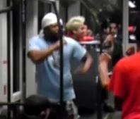 Un samurái disuelve una pelea en el metro sacando su katana