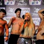Tartazo en la cara a Leticia Sabater mientras que presentaba su single ''Mr. Policeman'' en una discoteca de Barcelona