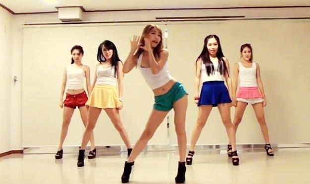 Las bailarinas del grupo Waveya bailando el Gangnam Style de PSY