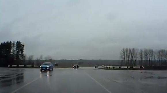 Escalofriante accidente en una carretera rusa
