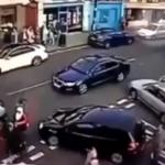 Una mujer logra escapar de un escalofriante accidente