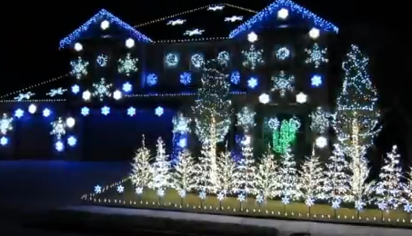 Casa bailando con luces navideñas al ritmo de Gangnam Style de PSY