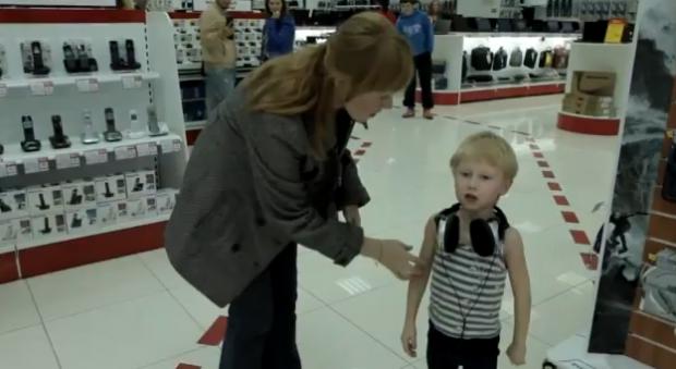 Un niño ruso en un supermercado