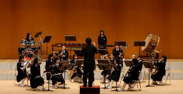 Una orquesta tocando la canción de Dragon Ball