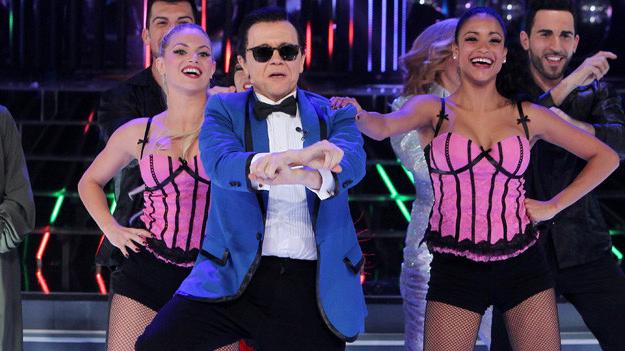 Santiago Segura imita a PSY bailando el Gangnam Style en el programa 'Tu cara me suena'