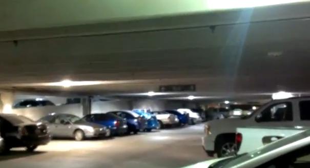 El techo del parking se mueve al ritmo de Gangnam Style