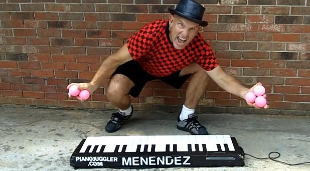 Tocando el piano con las pelotas