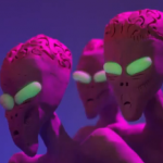 Animación con plastilina: Un padre pelea contra extraterrestres por su bebé