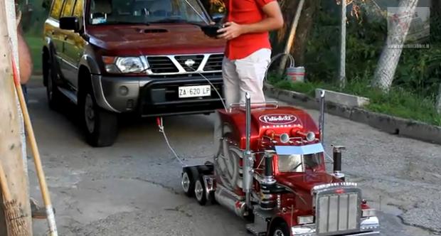 TruckModel Peterbilt 359 RC, el regalo estrella de estas Navidades