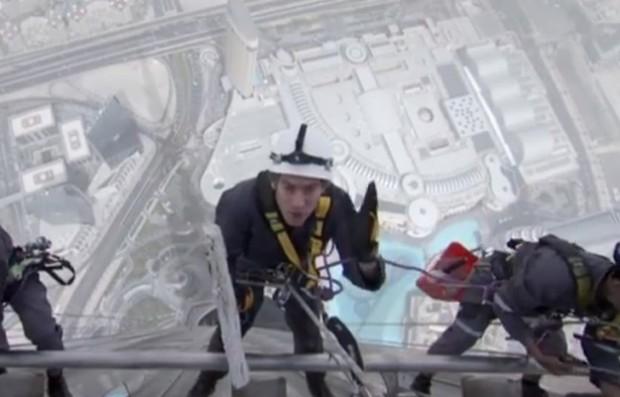 hombre limpia cristales Burj Khalifa