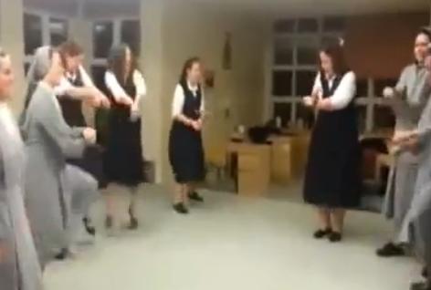 Hasta las monjas bailan el Gangnam Style