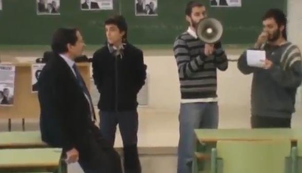 Estudiantes de la Complutense irrumpen en clase de Moral Santín (exdirectivo de Bankia) y lo abuchean con gritos de ''culpable''