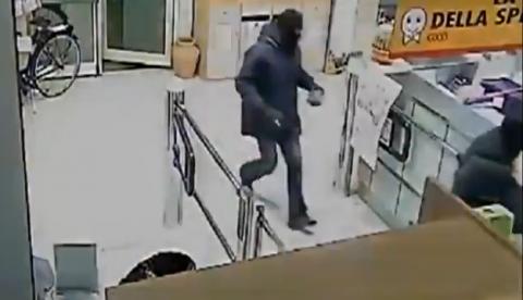 Un ladrón muere al intentar robar una caja fuerte con explosivos