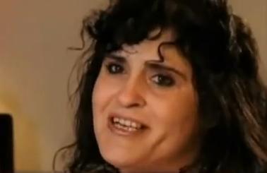 La mujer que es adicta a comer abono