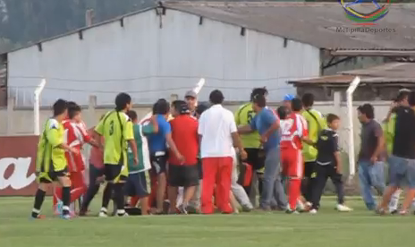 Brutal agresión a los árbitros de un partido de fútbol en Melipilla, Chile