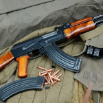 Detenido por amenazar a su hija con una ametralladora AK-47 por sacar notables en lugar de sobresalientes