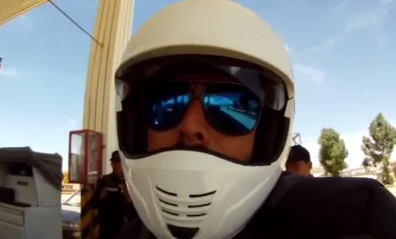 El Bolivia te cobran el doble por la gasolina por ser español