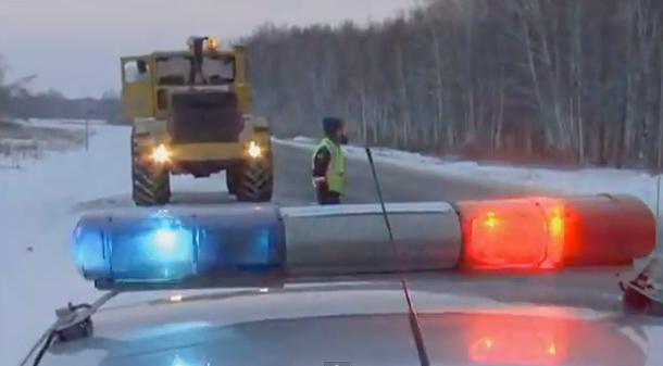 Un camión IVECO choca contra un Chevrolet Lacetti en una carretera helada de Rusia