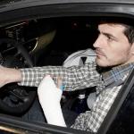 La DGT descarta denunciar a Casillas por conducir con la mano escayolada