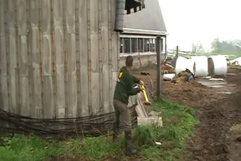 Cómo derribar un silo a martillazos