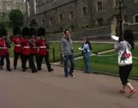 ¡Abran paso a los guardias del castillo de la Reina!
